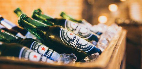 10.000 Bier Flaschen vom Laster auf die Straße gefallen
