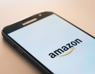Amazon Laster verliert in starken Winden Kontrolle