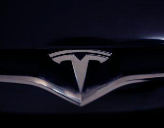 Tesla stellte einen kugelsicheren Truck vor. Und dann gehen die Fenster kaputt.